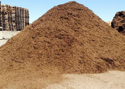pile of red oak mulch
